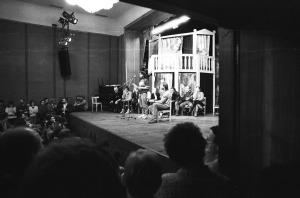 Místo představení beseda s diváky –  v Národním domě, kde tehdy činohra hrála (2)