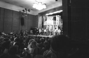 Místo představení beseda s diváky –  v Národním domě, kde tehdy činohra hrála (3)