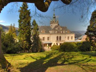 Zámek ve Velkém Březně. Zdroj: www.zamek-vbrezno.cz