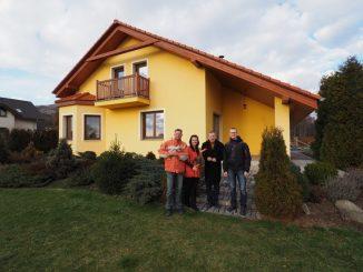 Okamžik předání nemovitosti novým majitelům je malou  slavností jak pro klienty, tak pro SARTO REALITY.