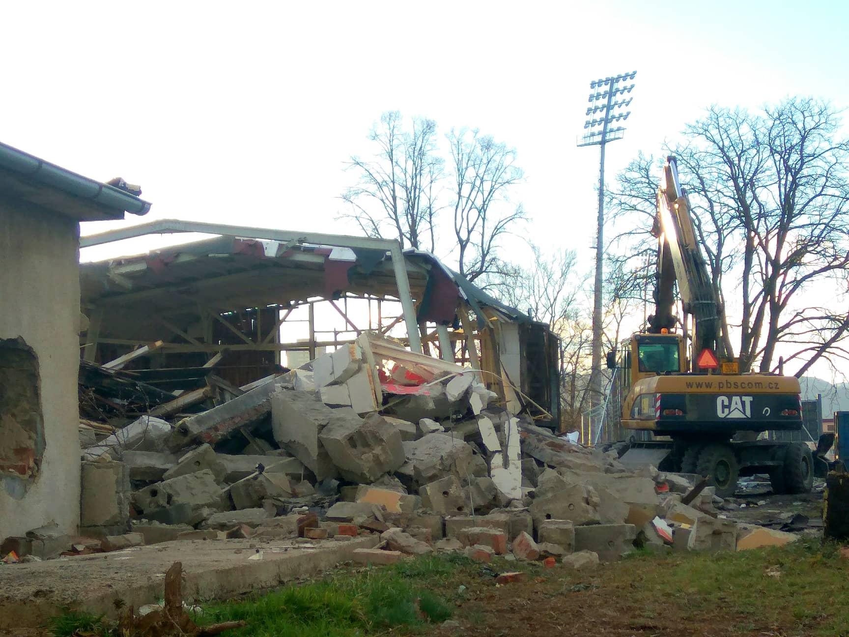 demolice stadionu 9